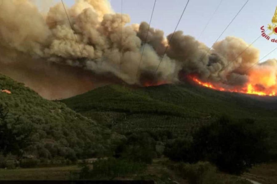 L'incendio del Monte Serra